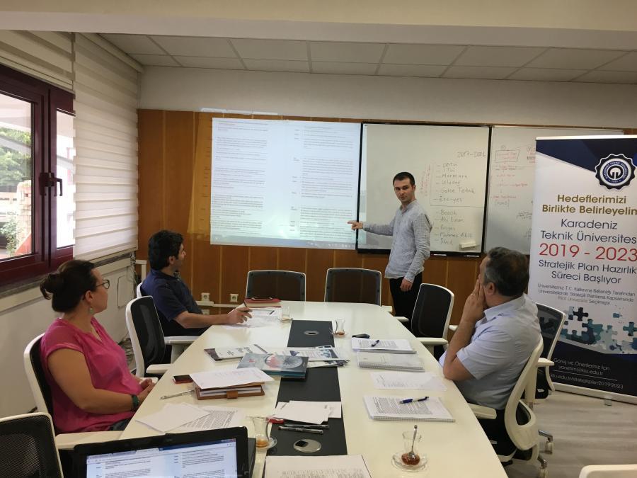 Stratejik Planlama Destek Ekibi durum analizi Tespitler ve Ýhtiyaçlar Tablosu üzerinde çalýþtý. (21.08.2017)