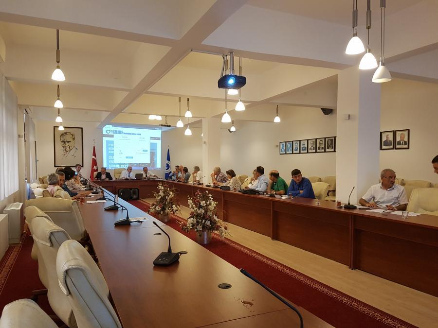 Stratejik Plan Yönlendirme Kurulu ilk toplantýsýný Rektör Prof. Dr. Süleyman BAYKAL baþkanlýðýnda gerçekleþtirdi (21.07.2017).